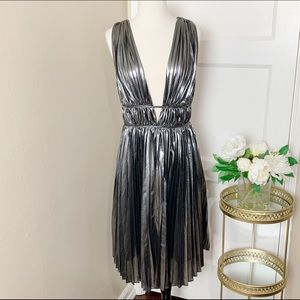 Leith Metallic Plunge Neckline Pleated Midi Dress